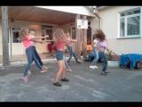 Танец под песню патимейкер , я танцую в розовом топике)