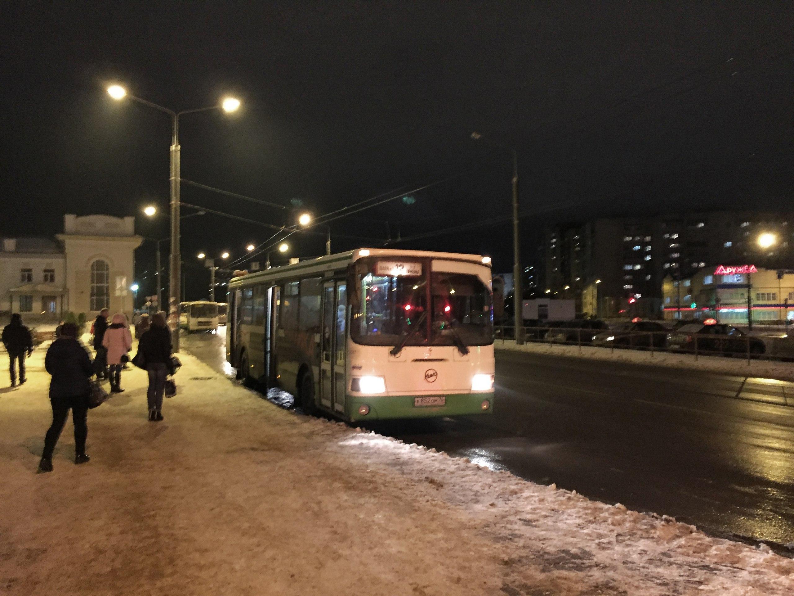 Автобус №12. Остановка: Ж/д вокзал