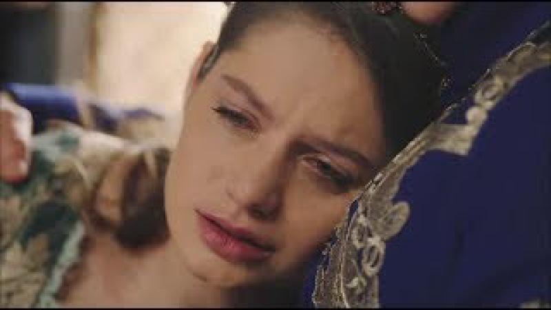 Фахрие плачет на груди Сафие / великолепный век кесем