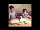 Ванечка и Машечка готовят вафельный торт