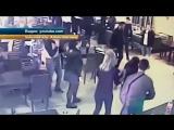 Посетительница ночного клуба в Краснодаре избила двух девушек.