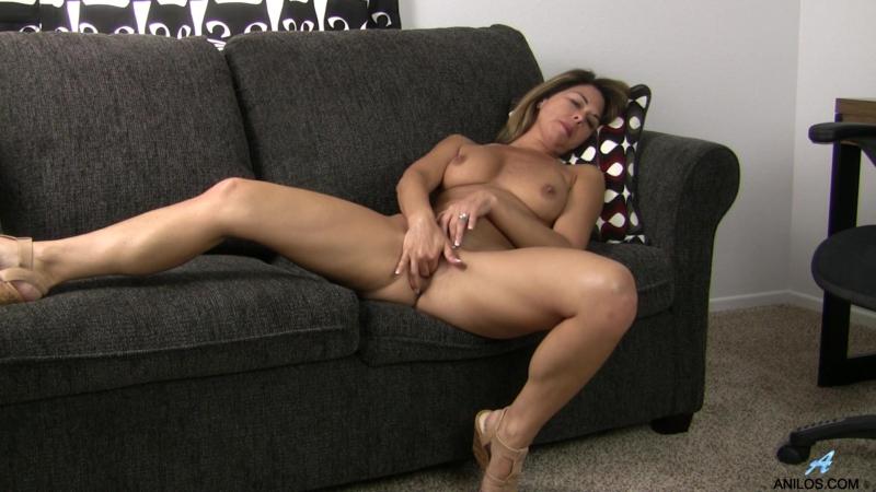 Niki American Milf Solo, Medium Boobs, Landing Strip Pussy, Brunette, Trimmed,