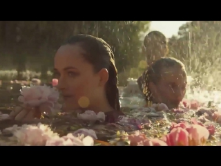 Самая красивая реклама парфюма: Дакота Джонсон снялась у Gucci