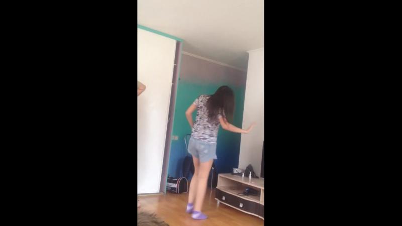 Жена танцует пьяная