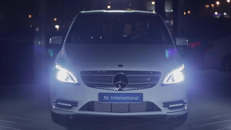 Сядь за руль Mercedes-Benz- ролик, NL International