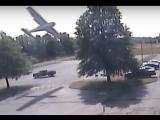В США самолет врезался в дерево (11.09.2017)
