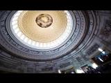 Главная достопримечательность Капитолия - его купол и картинная галерея внутри атриума. Просто так прийти сюда не получится - ну