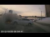Тойота врезалась в Ниссан, который ушёл в занос на Ипподромке