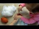 Доча помагает вязать Мимимишек