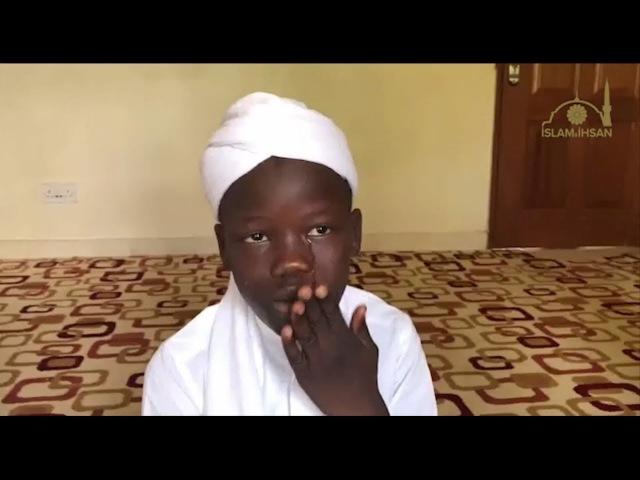 Ağlayarak Kur'ân Okuyan Çocuk