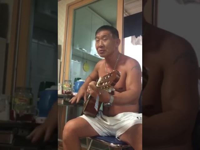 Казах (кореец или бурят) зажигает на гитаре