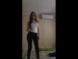Симпотная малышка в очках танчит в перископе