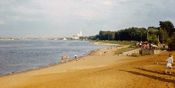 Ретро Рыбинск На городском пляже . 1980-е Автор: А.В.Бруханский
