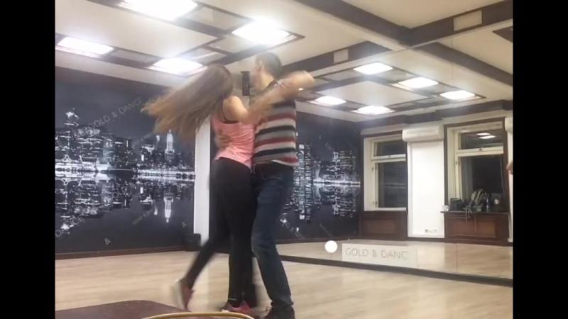 Танцевальная импровизация под песню В Космосе группы Серебро хастл танцоры