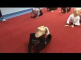 SLs Групповой урок с тренером Гимнастика для детей Как сесть на шпагат