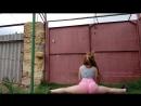 Русская малолетка школьница с округлыми формами танцует толстой жопой горячий тверк на даче шпагат домашн порн видео секс эротик