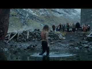 Аквамен раздевается / Aquaman getting naked /OST Justice league