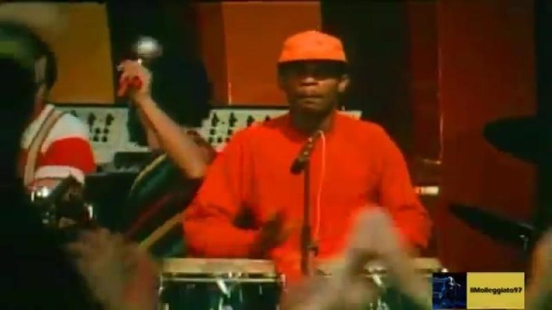 Adriano-celentano-uh-uh-1982-bingo-bongo-discoteca-kiwi-cathedral-vklip-scscscrp