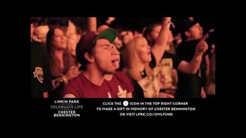 Fans Sing Linkin Parks Numb in honour of Chester Bennington [EMOTIONAL]