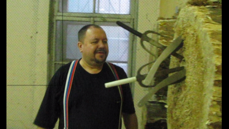 Олег Даньшин снимает напряг после трудового дня