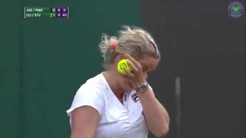 Лучшая история с Уимблдона:фанат орал теннисистке, как ей играть. А она вызвала его на корт,еще и в женскую форму одела
