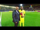 Маркос Сенна вручил Седрику Бакамбу награду лучшему игроку октября Ла Лиги