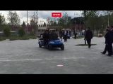 Путин за рулём электрокара на День города