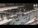 Автобус въезжает в подземный переход в Москве