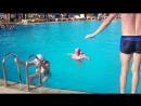 Наш маленький, бесстрашный лягушонок, Софья. Бассейн, гл. 2 метра.Тунис.19.06.17