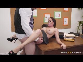 Порно с diamond foxx в пеньюаре