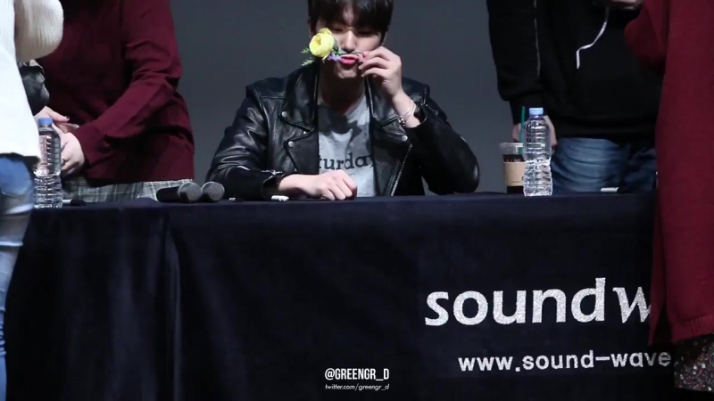 180113 Suwon Fansign YoungK with flower