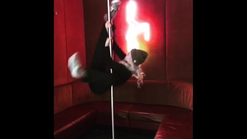 Wholesome stripper's first day. imakemoneymoves 📹 @jellyquinn