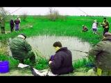РЫБАКИ НЕ ПОНЯЛИ ЧТО ЭТО ЗА ВОЛШЕБНЫЙ ПРУД ! ОЧЕНЬ МНОГО РЫБЫ!  Вот это рыбалка 2018 ты не поверишь Реакция рыбы на рыбака ловля рыбы на, рыбалка которая взорвала интернет ловит рыбу руками. способ ловить рыбу  САМЫЙ БОЛЬШОЙ УЛОВ 2018 ГОДА ! О