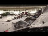 В США мощный шторм разметал самолеты в аэропорту как щепки