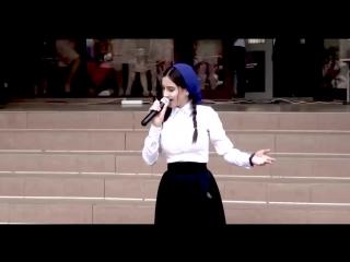 ДО СЛЕЗ!! Песня Маме 2017 Вся школа в слезах - Чеченка поет на выпускном.
