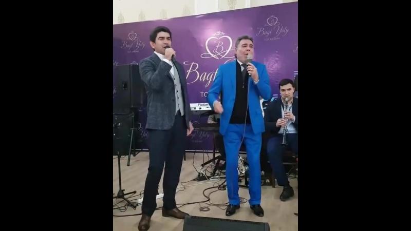 Hajy Yazmammedowa we Akysh Saparow toydan pursatlar (bizowaz.com)