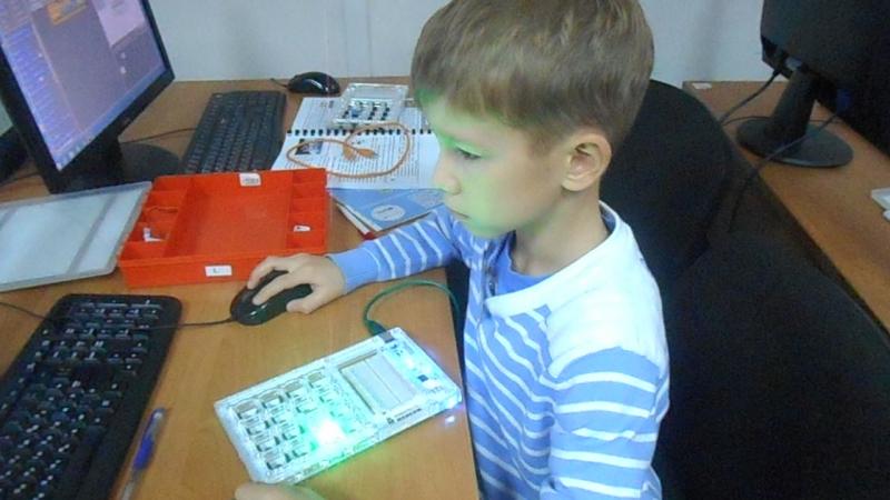 Кодирование имени миганием светодиодов (Робототехника TETRA 1 модуль)