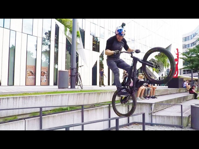 Danny MacAskill trial biking in Düsseldorf. | Straight from the athletes
