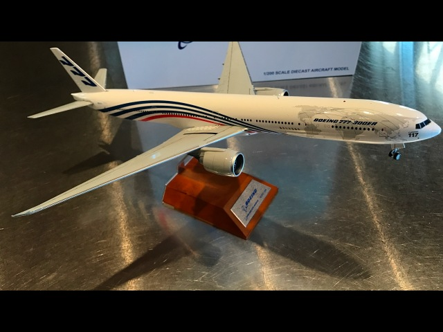 Unboxing JC Wings 1200 World Tour Boeing 777-300(ER), N5017V Roll Out Livery.