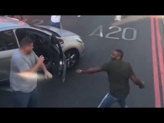 "SHOCKING VIDEO  London ""STREET FIGHT"" sees drivers attack each other with belts"