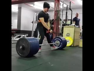 Крис Тан - тяга 270 кг (61 кг)