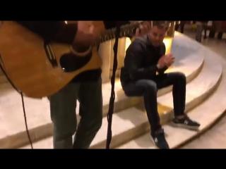 Олег Рой и уличные музыканты в Греции