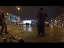 Танцы Обычные люди танцуют на улицах Питера Уличные музыканты Железный Ирокез