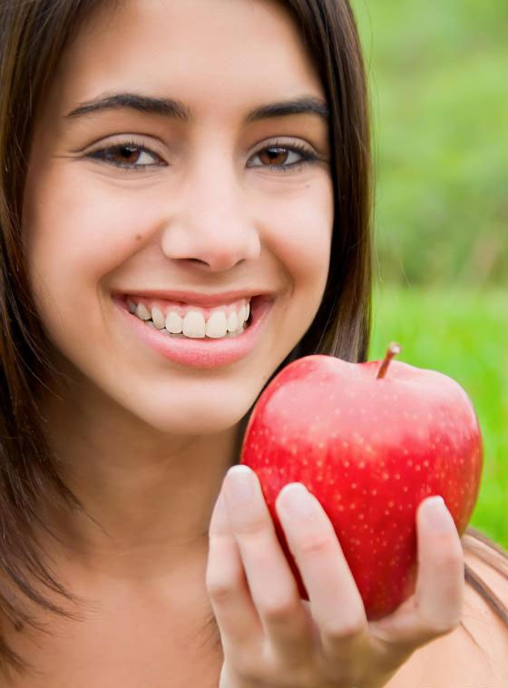 Женщины, которые едят яблоки регулярно, с меньшей вероятностью развивают диабет 2 типа.