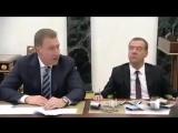 Теперь понятно, что это с Медведевым происходит?