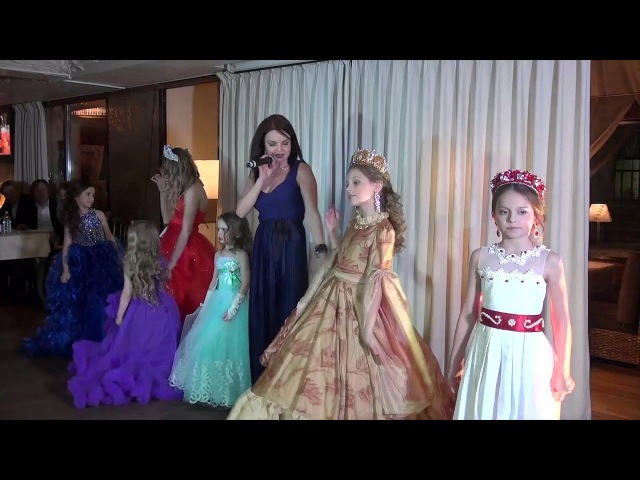 Певица Евгения Рассказова на благотворительном мероприятии Fashion Time Show 2018