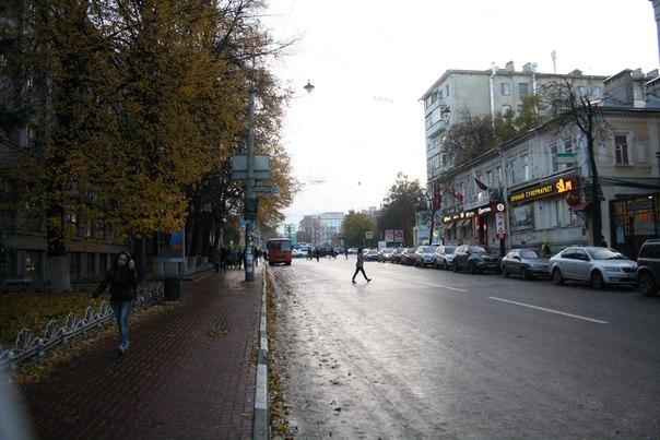 Автобусная остановка с перебегающим пешеходом