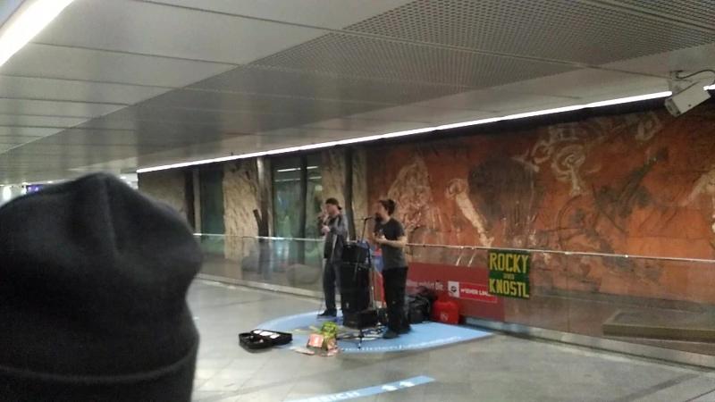 Rocky leon Knostl LIVE Vienna U-Bahn