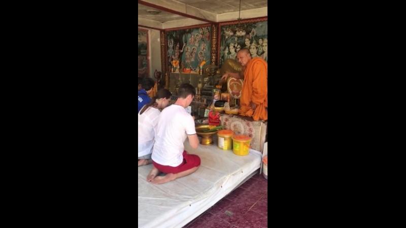 Благословение в храме Большого Будды.
