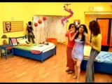 Аши заселяется в комнату Тии (Индия)